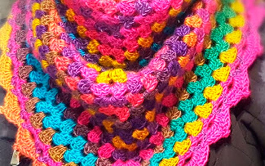 Taller de crochet – Chal de ganchillo triangular